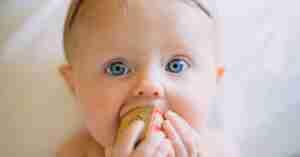 10 amazing benefits of babywearing.