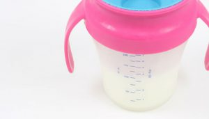 A sippy cup for toddlers: Image: Pixabay.