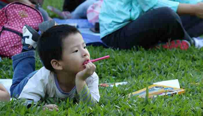 A child outdoors. Image courtesy of Pixabay.com.