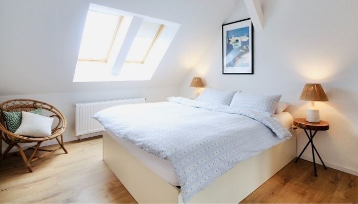A light and airy bedroom. Photo by Beazy via unsplash.com.
